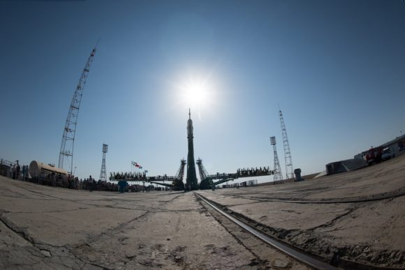Soyuz_MS-05_spacecraft_moved_into_vertical_position_node_full_image_2