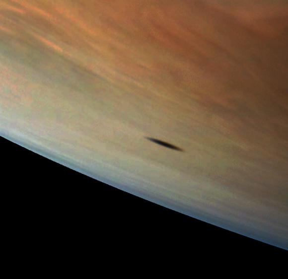 La sombra de Amaltea en la atmósfera joviana (NASA/JPL-Caltech/SwRI/MSSS).