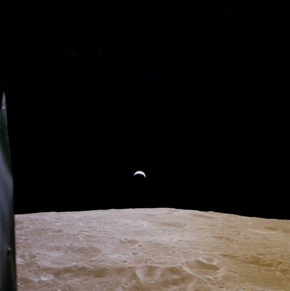 La Tierra  vista desde la Luna durante el Apolo 12 (NASA).