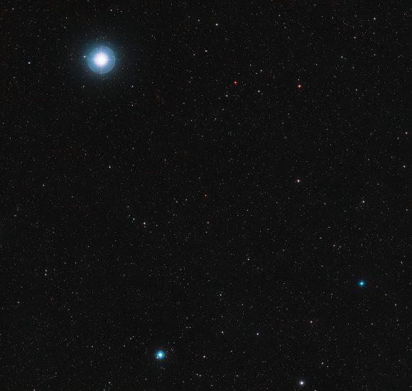 La enana roja Ross 128 se ve en el centro de la imagen (Digitized Sky Survey 2 / Davide De Martin).