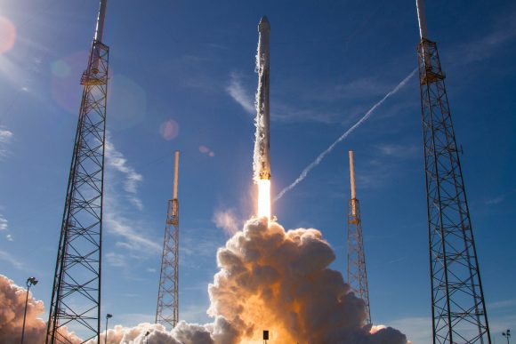Despegue de la Dragon SpX-13 (SpaceX).