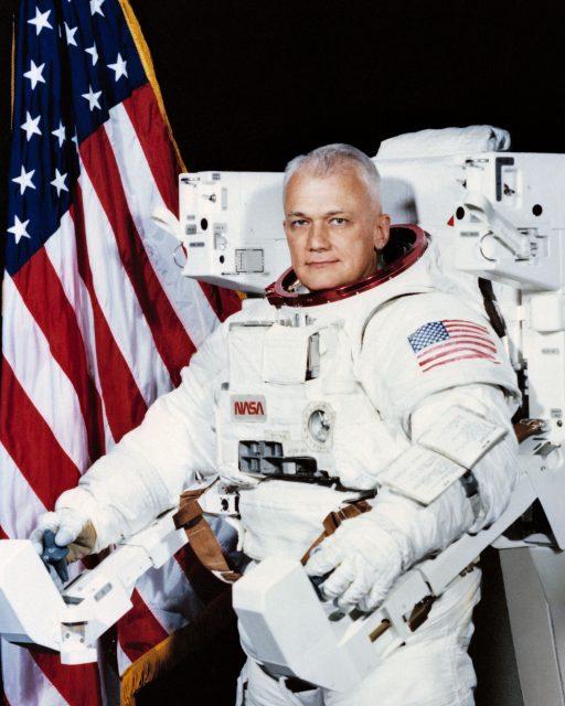 McCandless con la MMU (NASA).