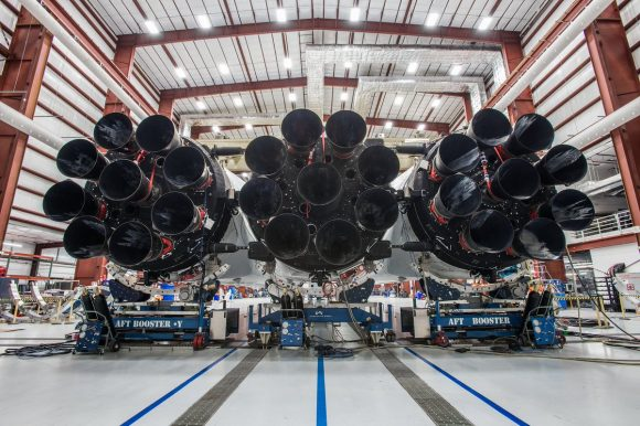 Los 27 motores Merlin 1D del Falcon Heavy (SpaceX).