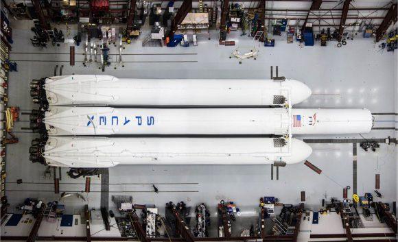 El Falcon Heavy en el hangar de la rampa 39A (SpaceX).