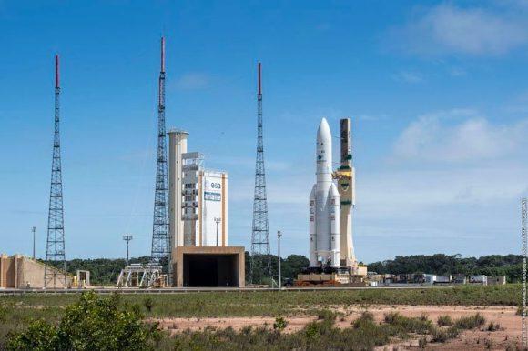 El Ariane 5 en la rampa (Arianespace).