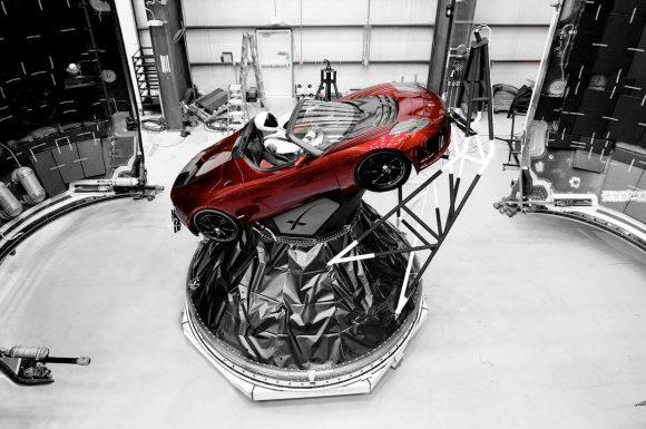 El Tesla Roadster con Starman antes del lanzamiento (SpaceX).