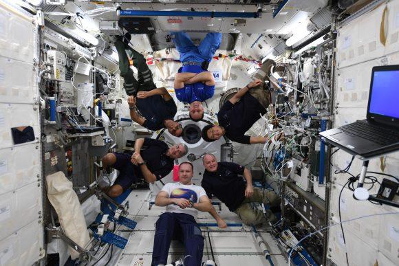 Los miembros de la Expedición 54 en el módulo japonés Kibo (NASA).