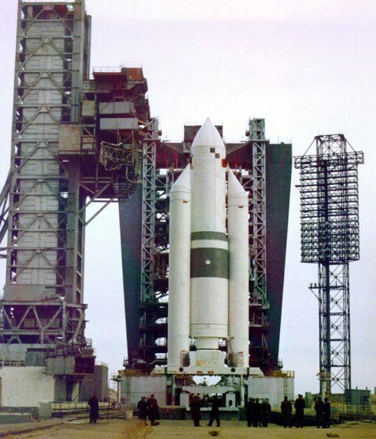 El Energía-M en la rampa de lanzamiento en 1991. Hubiera podido lanzar 35 toneladas en LEO.