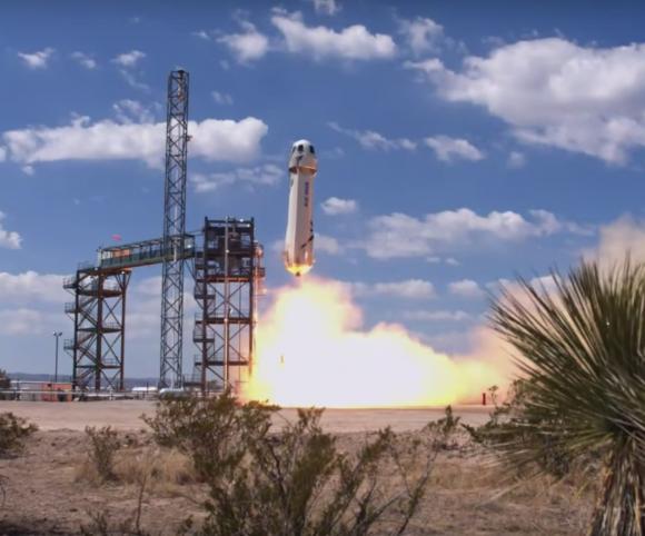 Lanzamiento del New Shepard en su octava misión (Blue Origin).