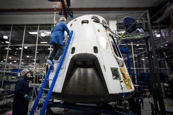 Montaje de la Dragon usada para las pruebas de aborto (SpaceX).