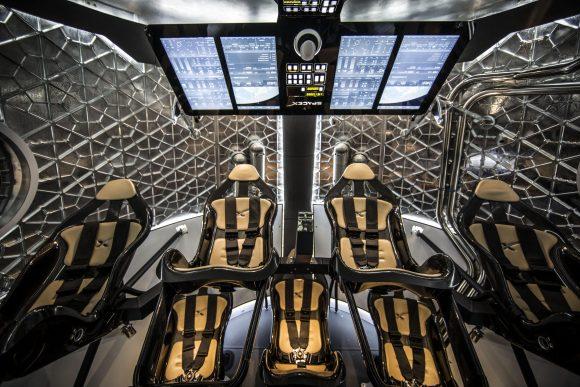 El interior de la maqueta de la Dragon 2 de 2014 (SpaceX).
