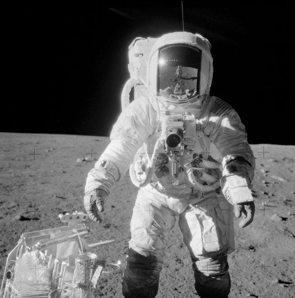 Bean en la superficie de la Luna fotografiado por Conrad (NASA).