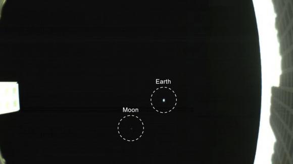 La Tierra y la Luna vistas por el cubesat MarCO B a un millón de km de distancia (NASA/JPL).