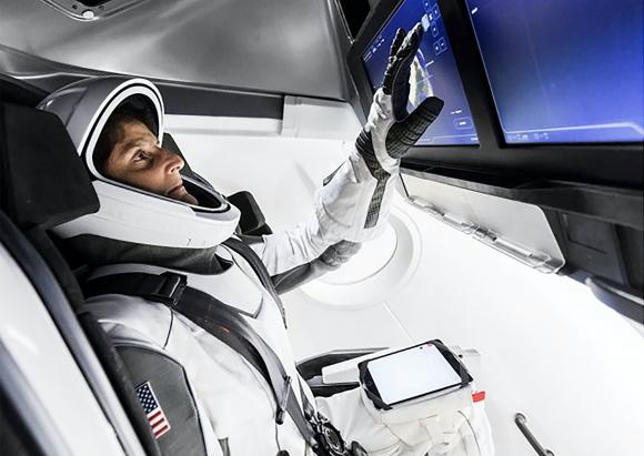 La astronauta de la NASA Sunita Williams dentro de la Dragon 2 (NASA).