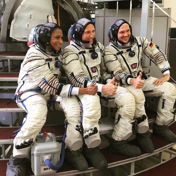 La tripulación original de la Soyuz MS-09, con Jeanette Epps (NASA).