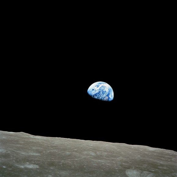 600px-NASA-Apollo8-Dec24-Earthrise