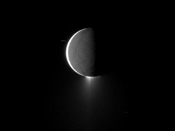 enceladus-snow-jets_41344_600x450