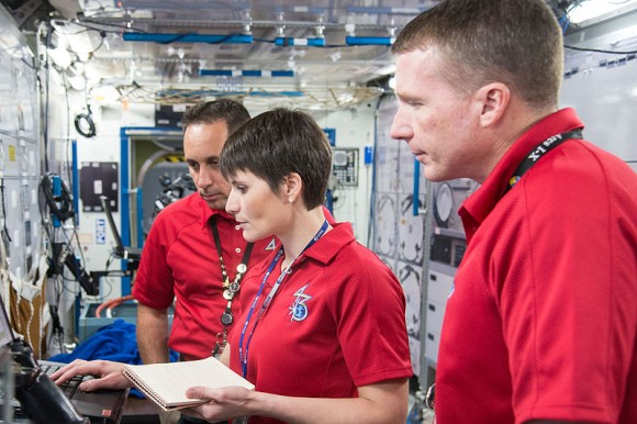 Soyuz_TMA-15M_crew_during_a_routine_operations_training_session_at_JSC