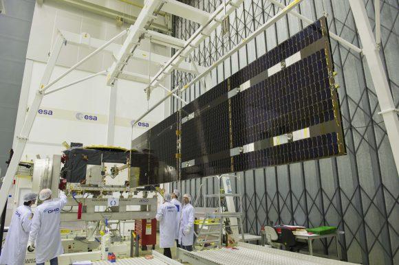 Galileo_FOC_solar_wing_deployment