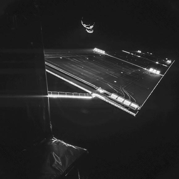 Espectacular imagen de Chury y los paneles de Rosetta tomada por la cámara CIVA de Philae (ESA/Rosetta/Philae/CIVA).