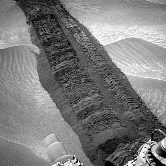 mars-msl-hidden-valley-tracks-Sol-709-Ncam-PIA18590-br2