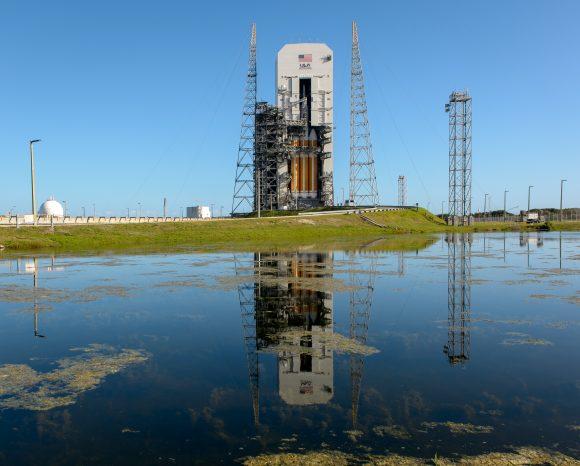 Cohete en la rampa (NASA/Bill Ingals).