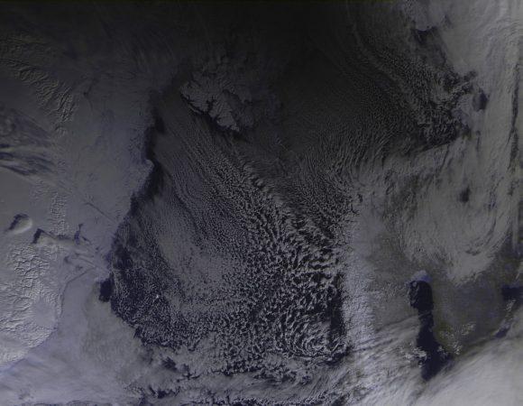 La sombra de la Luna vista por el satélite ruso Meteor-M nº 2 (Roscosmos).