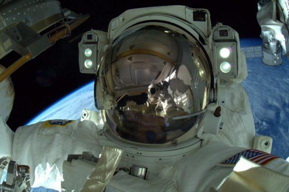Terry Virts durante la EVA-31 (NASA).