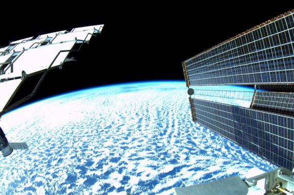 Vista del exterior de la ISS durante la EVA-31 (NASA).