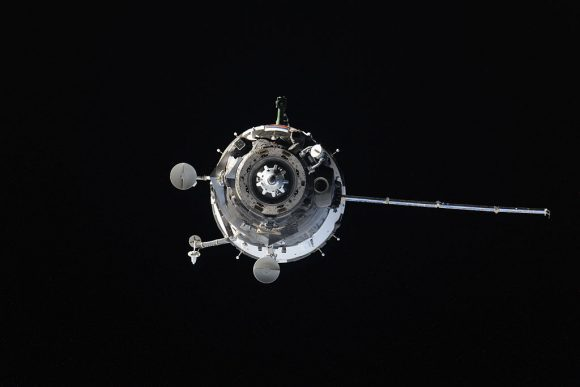 Soyuz_TMA-14M_approaches_the_ISS_(d)