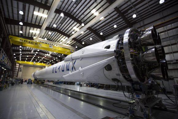 Tren de aterrizaje de la primera etapa del Falcon 9 de la CRS-6/SpX-6 (SpaceX).