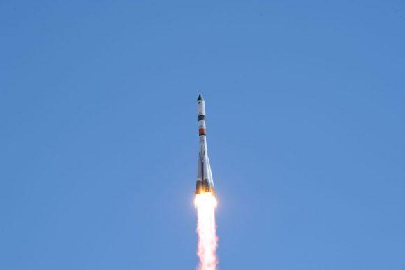 Lanzamiento de la Progress M-27M (RKK Energía).