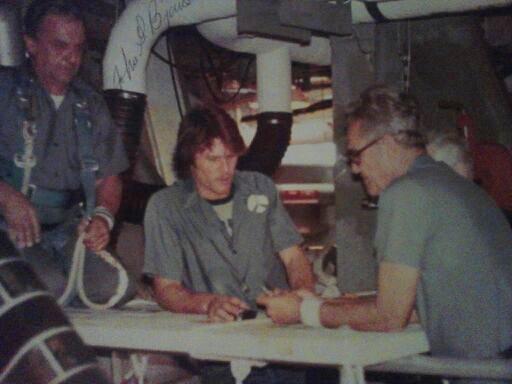De izquierda a derecha, Bjornstad, Mullon y Cole en el compartimento trasero del Columbia, el lugar donde encontraron la muerte (