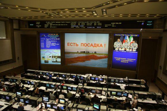 Seguimiento del aterrizaje desde el TsUP de Moscú (Roscosmos).
