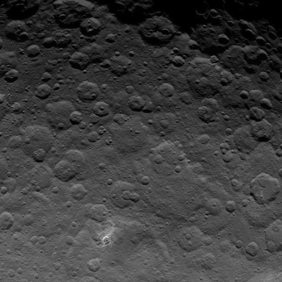 Imagen del polo norte de Ceres (NASA/JPL-Caltech/UCLA/MPS/DLR/IDA).