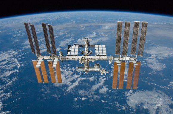 Ahí tenemos a la ISS como comparación (NASA).