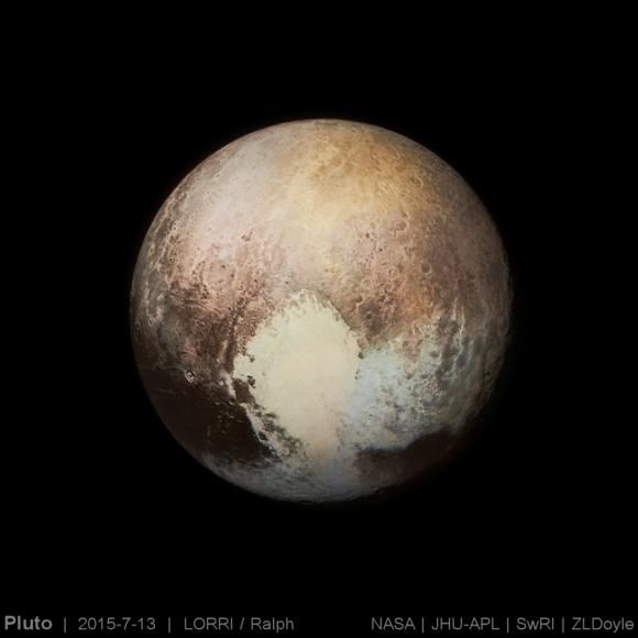Los verdaderos colores de Plutón exagerados en una imagen que combina los datos de las cámaras LORRI y Ralph (NASA/APL-JHU/SwRI/ZDoyle).