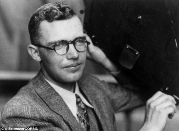 Clyde Tombaugh (Wikipedia).