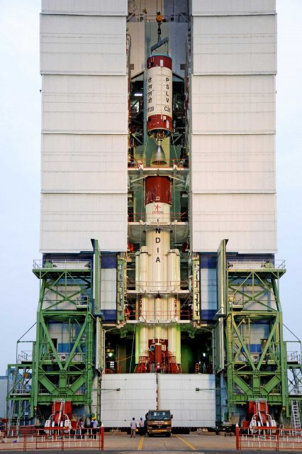 Instalación de la segunda etapa (ISRO).