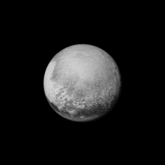 Plutón visto por la cámara LORRI de la New Horizons el día 12 de julio desde 2,5 millones de kilómetros (NASA/APL-JHU/SwRI).