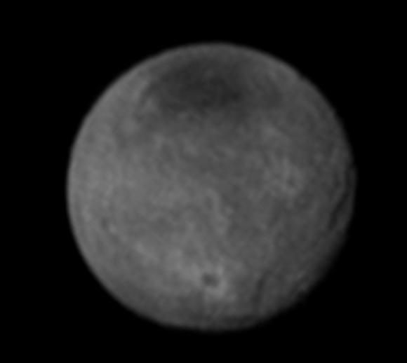 Caronte el día 11. ¡Se ven cráteres! (NASA/APL-JHU/SwRI).