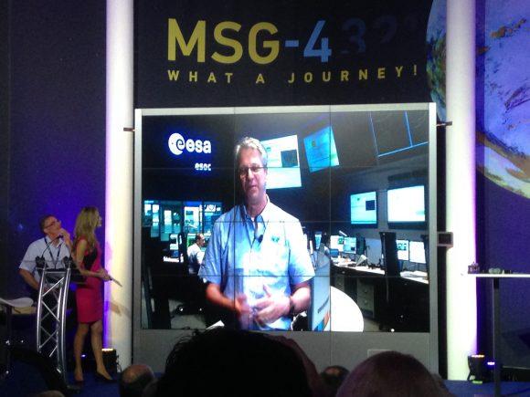 Thomas Reiter comunica desde el ESOC que el MSG-4 está en órbita (Eureka).