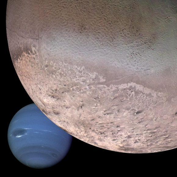 Tritón, la mayor luna de Neptuno. La Voyager 2 descubrió un casquete polar de escarcha de nitrógeno, fallas tectónicas y géiseres de nitrógeno (NASA).