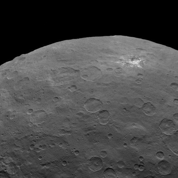 Otra vista del cráter Haulani (NASA/JPL-Caltech/UCLA/MPS/DLR/IDA).