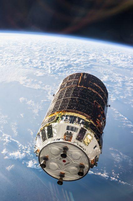 El HTV4 en órbita (JAXA).