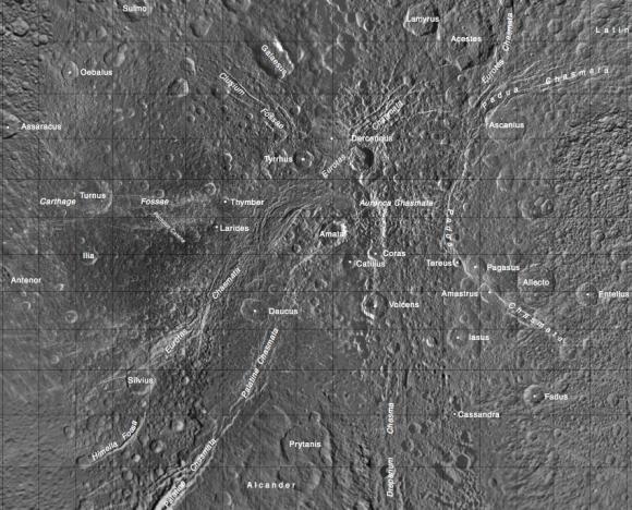 Nombres de los acantilados y cráteres de Dione (NASA/JPL).