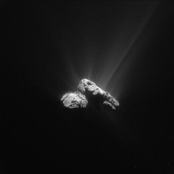 La actividad del cometa vista el 30 de julio a 178 km de distancia (ESA/Rosetta/NAVCAM).