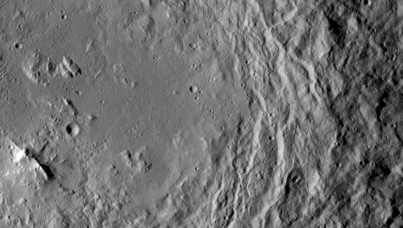(NASA/JPL-Caltech/UCLA/MPS/DLR/IDA).