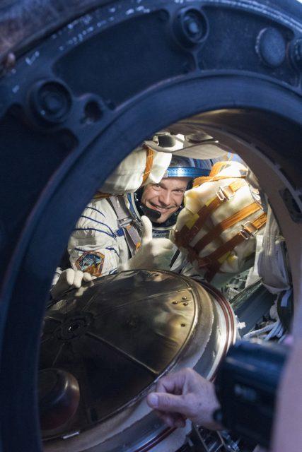 Andreas Mogensen en el interior de la Soyuz tras el aterrizaje (ESA).