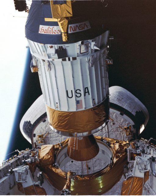 El  gusano en el adaptador entre la sonda Galileo y la etapa IUS (NASA).